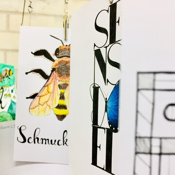 Postkarten Insektensterben Typografie Sensibel Schmuck Illustration Biene Schmetterling