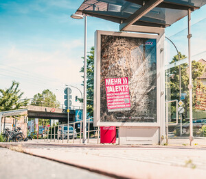Plakat- und Anzeigenkampagne